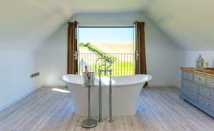 The Granary - Relax in the tub and soak up those amazing views