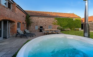 Whimbrels Barton - Bean Goose Barn has its own garden and a wood fired hot tub