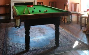 Hurstone  : Snooker table and games for cosy stay-at-home evenings