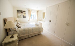 Camelia Cottage large double bedroom