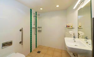 The Cottage Beyond: Bedroom 1 has a very accessible en suite wet room