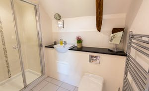 Wagtail Corner, Stonehayes Farm: Bedroom 1 has an en suite shower room