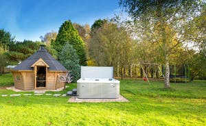 Ilbeare - Lie back in the hot tub and listen to the birdsong. Perfect for stargazing too.