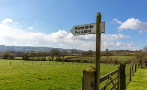 Pippinsands: Stroll down across the field to the riverside