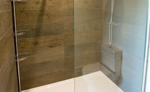 Pitmaston House - Bedroom 1 has a fabulous en suite shower room