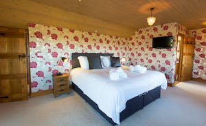 Dancing Hill  - Bedroom 1: Nice and spacious, with an en suite shower room