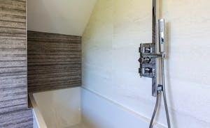 Master bedroom en suite bath with overhead shower