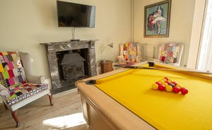 Sandfield House - Relax over a game of pool in the games room
