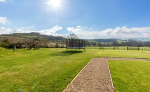 Pipits Retreat, Stonehayes Farm: The 15 acre shared grounds have a play area for children