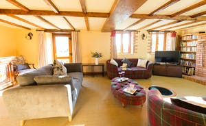 Dancing Hill - A spacious yet cosy sitting room, with plenty of inviting sofas