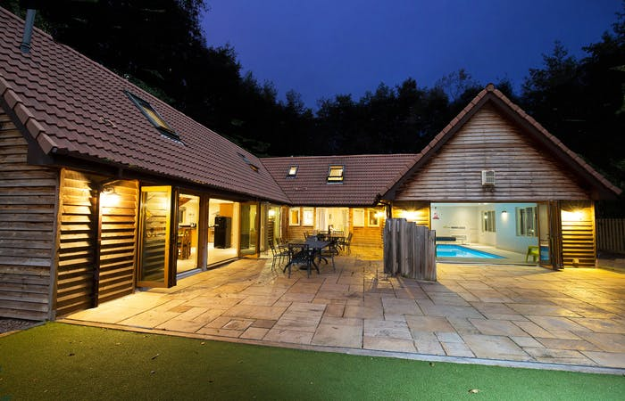 luxury Somerset lodge with 6 en suite bedrooms, indoor pool, children's play equipment perfect for celebrations