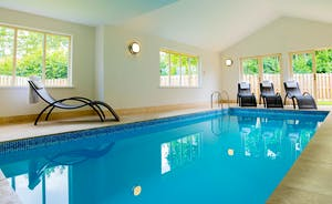 Foxcombe - Fantastic timber clad lodge sleeping 14 in 6 en suite bedrooms, with a private indoor pool