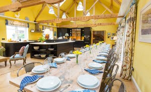 House On The Hill - Heaps of style and space; a kitchen-dining hall that's just perfect for entertaining