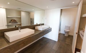 Pitmaston House - Up to the minute en suite facilities for Bedroom 1