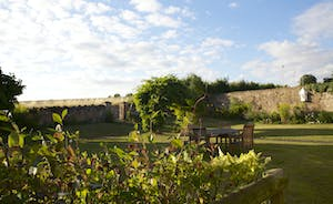 Pound Farm - Relax beneath the open skies and star gaze at night
