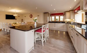 Foxhill Lodge - The kitchen is such a big and sociable space