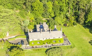 Bossington Hall - 6 acres of enclosed private grounds to roam