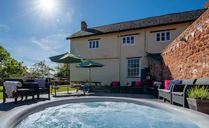 Pound Farm - Relax in the sunken hot tub