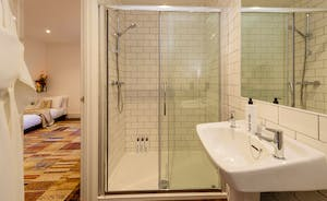 Hesdin Hall - The shower rooms all have tasteful, simple styling