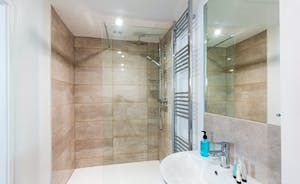 Pound Farm - A nice big shower in the ensuite for Bedroom 1