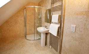 Crowcombe - En suite shower room for Bedroom 4