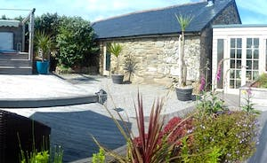 Lamorna View panoramic of the garden and decking area