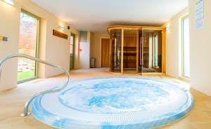 Beaverbrook 20 - Jacuzzi or sauna? Decisions, decisions!