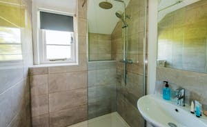Pound Farm - Bedroom 6 has a very swish shower room