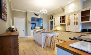 Sandfield House - The spacious farmhouse style kitchen is very well equipped