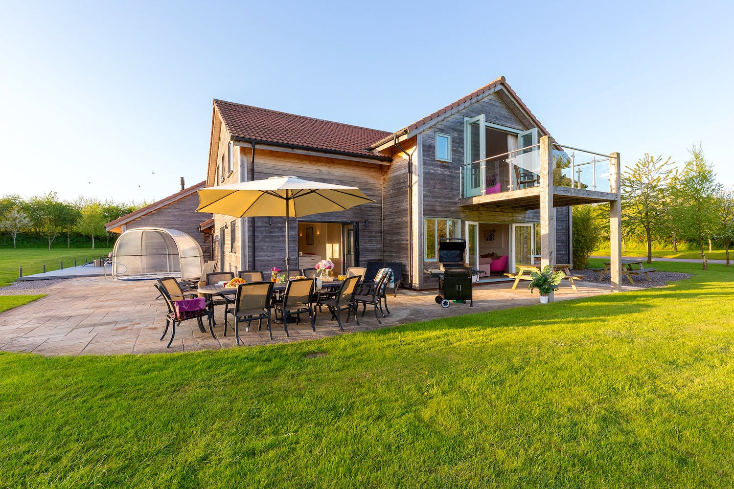 Holiday homes and group accommodation with 6 bedrooms - Holiday homes in somerset with swimming pool ...