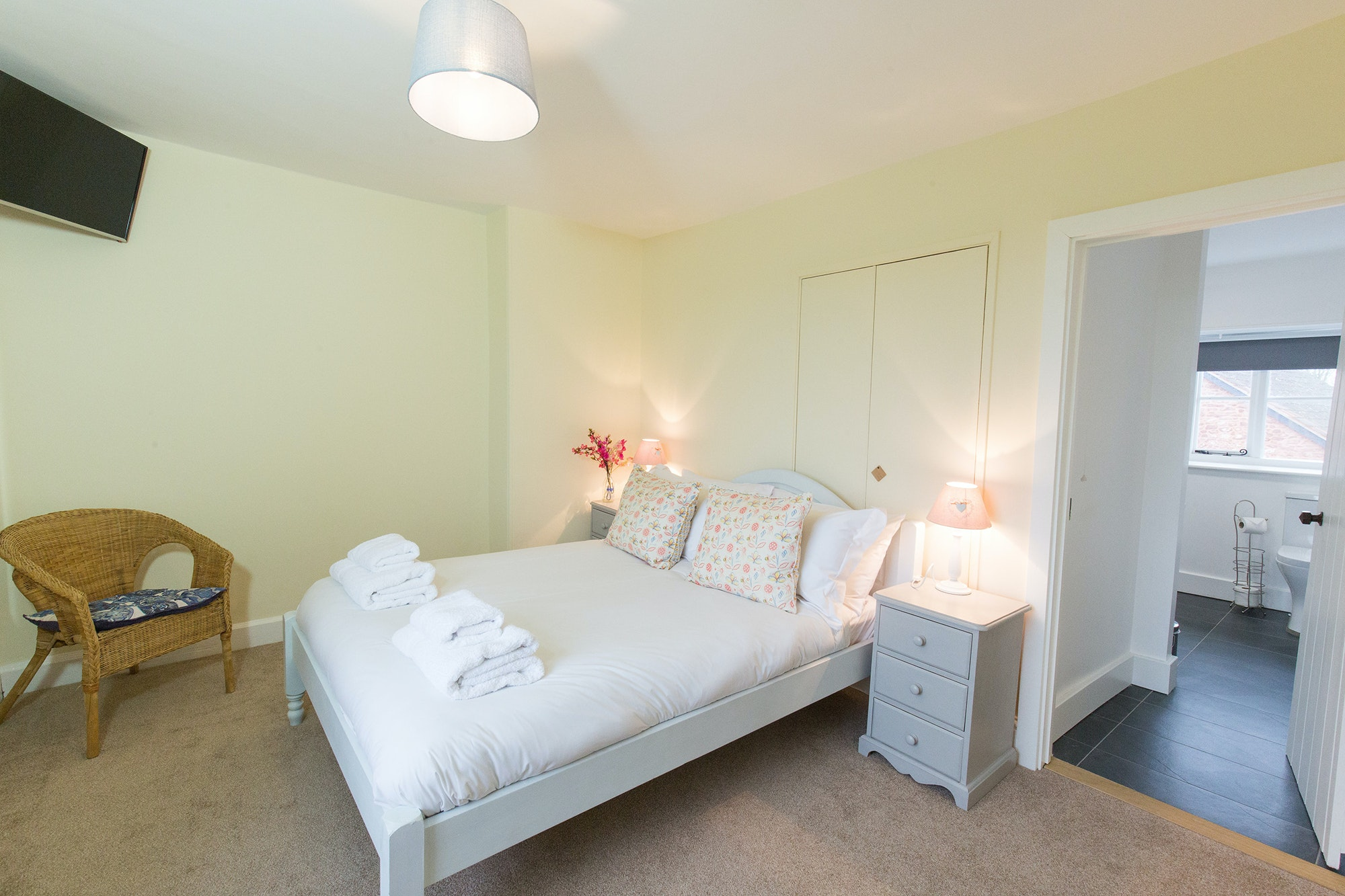 ... Pound Farm   Bedroom 2: Light And Airy, Overlooking The Front Garden