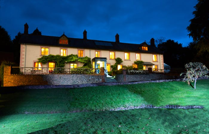 Dog friendly house for large groups in Somerset, sleeps up to 16 with hot tub and stunning view