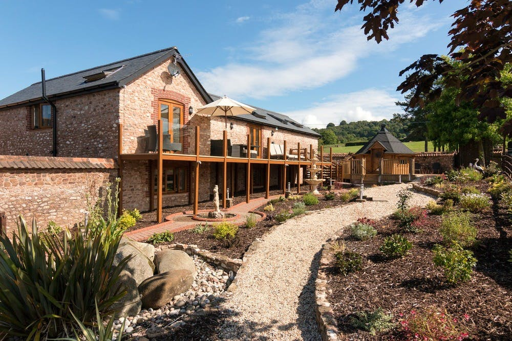 Landscaped garden and BBQ hut at Foxhill Lodge