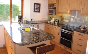 .... double-oven, induction hob and microwave ....