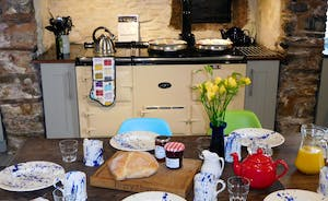 Berry House - All modern appliances as well as the traditional homeliness of a 4 oven Aga