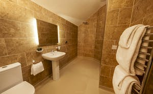 Beaverbrook 30 - Bedroom 1 en suite bathroom, with an access friendly wet area