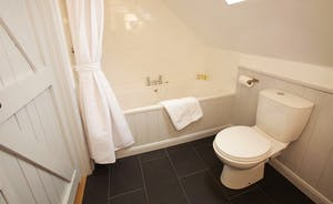 Flossy Brook - A bright and fresh bathroom with an over head shower - right next to Bedroom 3