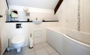 Wagtail Corner, Stonehayes Farm: Bathrooms are chic and modern