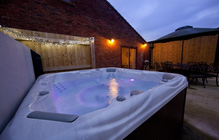 Holiday barns in Somerset at the foot of the Quantock hills, sleeps 14 with hot tub and games room