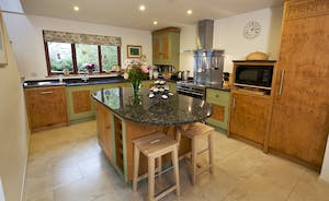 Flossy Brook - a beautiful hand crafted kitchen - homely and well equipped