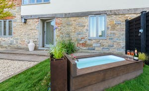 Whimbrels Barton - Relax in the outdoor bath at Snipes Rest