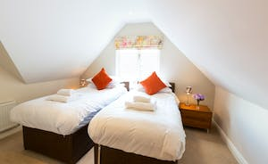 Cockercombe: Bedroom 5 - Fresh country air, calming tones; you're sure to sleep well