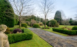 Garden Court - Great for big family holidays and celebrations; 2 acre grounds, a private pool and a games room