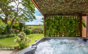 Watch the sunset with a sundowner in the hot tub!