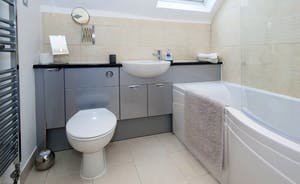 Siskins Nook, Stonehayes Farm: Upstairs is the contemporary style bathroom