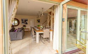 Crowcombe: A spacious and harmonious open plan living space