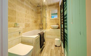 Ensuite  Bathroom - Pebblebed