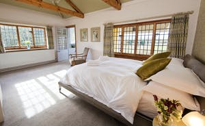 The Benches - Bedroom 1: Nice and spacious with a kingsize bed, en suite bathroom and river views.