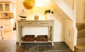 Spacious hallway leading to the kitchen/breakfast room