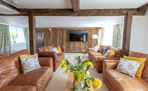 Frog Street: Modern furnishings blend so well with big old timbers and Jacobean panelling
